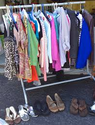 tips for a wildly successful yard sale making lemonade