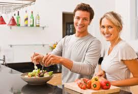 cuisiner maison l importance de cuisiner des repas à la maison vidéo coup de pouce