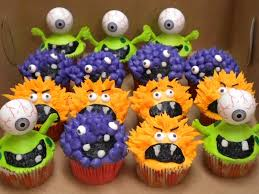 buttercream halloween cupcakes the green monsters have large