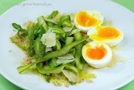 cuisiner asperge verte tagliatelles d asperges vertes oeufs mollets et parmesan péché de