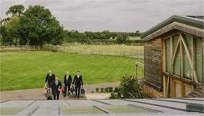 Mythe Barn Atherstone A Fun Filled Mythe Barn Wedding Kate U0026 Paul Lucabella Wedding