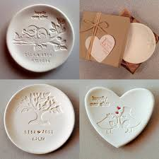 personalized wedding plate creative wedding giveaways ideas top 20 items to preserve