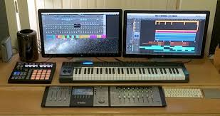 Mac Setup Dual Thunderbolt Display Mac Pro Desk Of A Music Producer