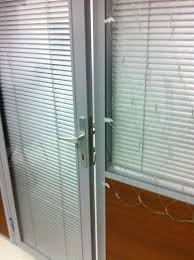 aluminium doors with glass and blinds