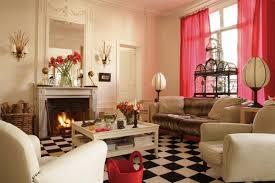 plaids fausse fourrure pour canapé un appartement parisien très féminin galerie photos d article 1 20