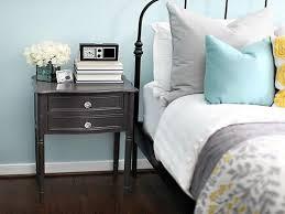 chambre gris clair chambre bleu et gris idées déco en tons neutres et froids