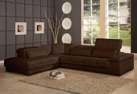 canap brun canapé brun foncé avec des murs gris déco salon murs