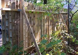 sichtschutz aus bambusrohr selber bauen halbschalen und bunte