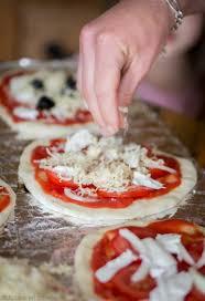 cuisiner une pizza faire sa pâte à pizza maison jujube en cuisine