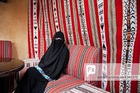 arabisches sofa vereinigte arabische emirate dubai arabische frau in einen