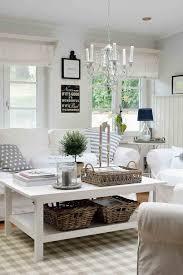 Wohnzimmer Romantisch Dekorieren Weiße Sofa Mit Hussen Und Dekoration In Naturtönen Haus U0026 Co