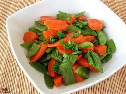 comment cuisiner les pois mange tout carottes et pois mange tout au beurre une recette soscuisine