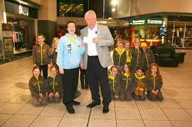 2nd hartshill brownies receiving their prize for winning the best