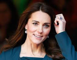 kate engagement ring the known story kate middleton s engagement ring vogue