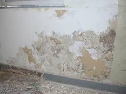 lutter contre l humidité dans une chambre stop humidité solution remontée capillaire mur et traitement humidité