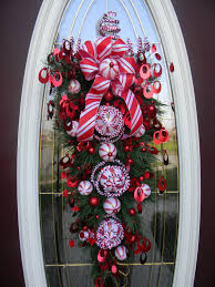 vertical teardrop door swag peppermint swirls