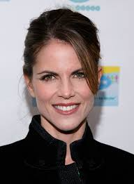 how does natalie morales style her hair did natalie portman get plastic surgery see the pics closer weekly