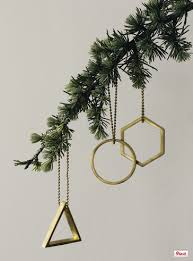 10 must decorations for your contemporary tree
