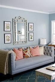 hellgraues sofa wandbilder hinter das sofa richtig aufhängen