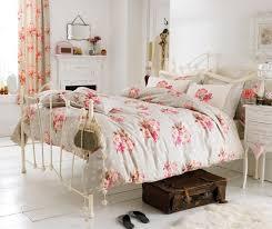 fer forgé chambre coucher chambre à coucher literie florale lit fer forgé blanc chambre