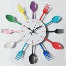 montre de cuisine couverts conception horloge murale en métal coloré couteau