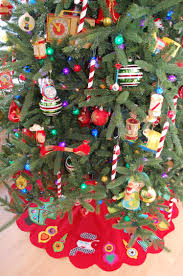Peppermint Twist Tree Skirt Using Creative Decorations Weight Is Your Only Tree