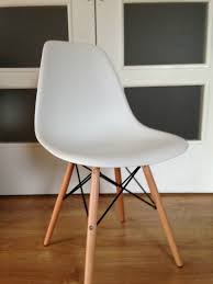 la chaise eames excellent vitra miniature eames plywood dcw chair