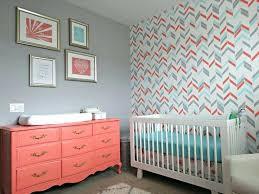 chambre bébé peinture couleur chambre bebe garcon mlange de couleurs et motifs