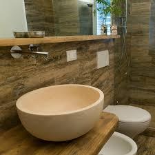 piastrelle in pietra per bagno bagno in travertino simil legno pietre di rapolano