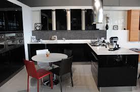 mur cuisine aubergine cuisine moderne couleur aubergine