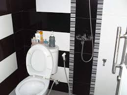 desain kamar mandi warna hitam putih 40 desain dan model motif keramik kamar mandi ndikhome com