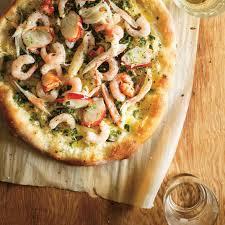 cuisiner une pizza pizza aux fruits de mer et aux herbes fraîches ricardo