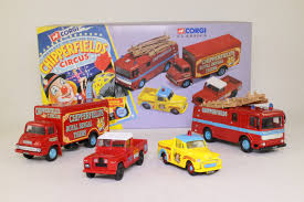 land rover corgi corgi 31703 chipperfields circus 4 truck set land rover etc