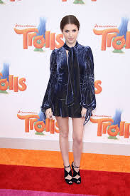 2016 celebrity woman anna kendrick in a miniskirt and