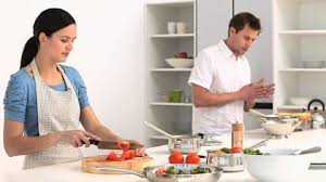 cuisine famille famille cuisiner cuisine hd stock 428 178 479