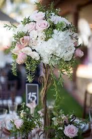 Topiary Wedding - garden style mesa com arranjo alto no centro imitando uma árvore