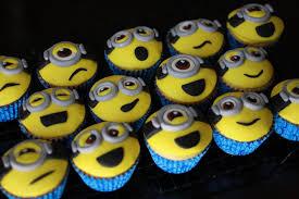 minion cupcake cake despicable me minion cupcakes cakecentral