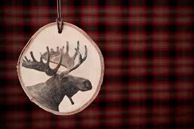 how to transform your photos into rustic wooden ornaments