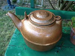 old cast iron kettle painted with hammered copper spray paint