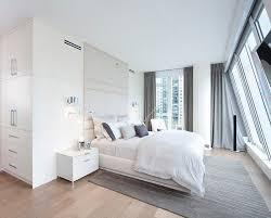 chevet chambre adulte design interieur chambre adulte blanche grand lit plancher table