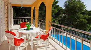 private accommodation villa summer house with pool by the sea on