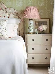 Modernizing Antique Furniture by Vintage Bedroom Ideas