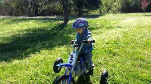 razor mx400 dirt rocket electric motocross bike beretta gets training wheels for his dirt bike first ride on this
