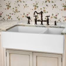 Farmhouse Sinks For Kitchens by Best 20 Apron Front Kitchen Sink Ideas On Pinterest Apron Front