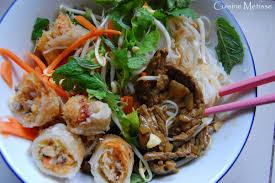 cuisine chinoise nems bo bun salade vietnamienne de crudités vermicelles de riz
