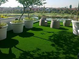 balkon kunstrasen kunstrasen für balkon und terrasse pflegeleicht und ganzjährig grün