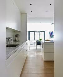 cuisine blanche meubles design îlot central sol parquet