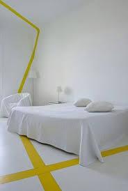 que signifie chambre une déco blanche et jaune minimaliste dans la chambre