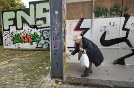 anti drogen sprüche irmela mensah schramm eine berliner rentnerin greift zur