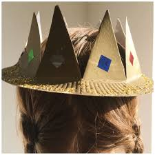 a simple household object like a paper plate can make a get crown